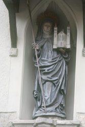 Статуя св. Эрентруды, портал ноннбергского аббатства
