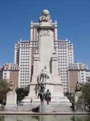 Монумент Мигелю де Сервантесу  площади Испании в Мадриде (1925-1929)