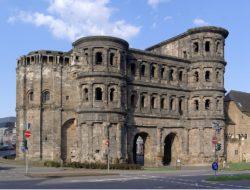 Порта Нигра (Porta Nigra)