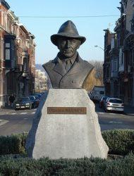 Статуя Ж.Сименону в районе Outremeuse г.Льеж, Бельгия (где он вырос). Трубку писателя уже сломали :(