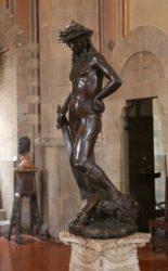 Бронзовая статуя «Давид» (ок.1440 г. Национальный музей Барджелло, Флоренция)