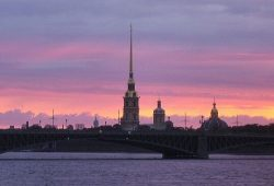 Вид Санкт-Петербурга со стороны Невы - Петропавловская крепость<br />