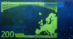 200 евро, обратная сторона в ультрафиолетом свете