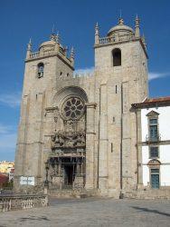 Фасад собора Порту